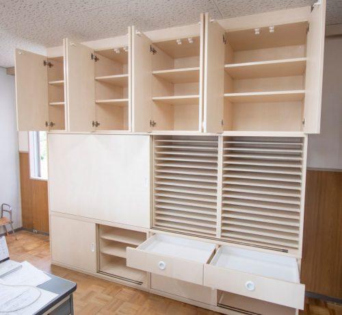 職員室の画用紙おりがみ収納棚